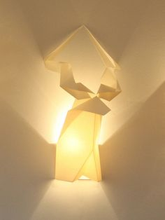 Creative Lighting Idea with Origami Wall Lamps and Fixtures Lighting Concepts, Types Of Lighting, Cool Lighting, Lighting Ideas, Origami Lights, Flower Lamp, Modern Light Fixtures, Wall Fixtures, Creative Walls