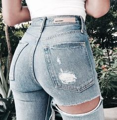 This denim Jeans😍😍 discovered by Prisca on We Heart It Sexy Jeans, Zerfetzte Jeans, Mode Jeans, Ripped Jeans, Skinny Jeans, Mode Outfits, Fashion Outfits, Womens Fashion, Fashion Killa