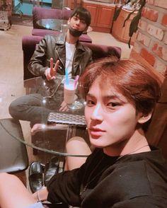 Seventeen Mingyu and Astro eunwoo Seventeen Memes, Mingyu Seventeen, Woozi, Jeonghan, Yugyeom, Got7, Cha Eunwoo Astro, Sanha, Cha Eun Woo