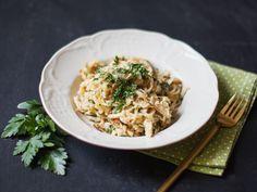 Käsespätzle mit knusprigen Zwiebelringen - Rezepte - Kitchen Stories