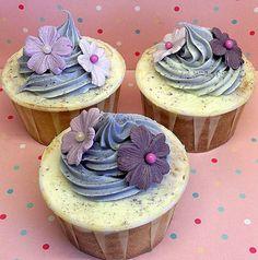 http://www.defiestainfantil.com/home/wp-content/uploads/2011/09/Cupcakes-decorados-con-flores.jpg