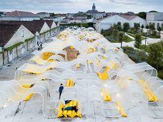 Durchsichtiger Riesenpavillon in Cognac als Raum zur kreativen Entfaltung  Seit ihrer Gründung im Oktober 2016, versteht sich die Fondation d'entreprise Martell in der französischen Stadt Cognac als Forum für den kreat...