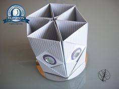 [Segunda postagem do mês de Agosto de 2016 – Dia dos Pais 2]  Para dobrar em família, as crianças irão adorar! Continuando com dicas (DIY – faça você mesmo) de lembranças para o Dia dos Pais 2. Porta trecos (lápis, pincéis e etc) de origami modular ( 6 módulos - nível básico) para o Dia dos Pais. Confiram o diagrama e passo-a-passo no Abraços Dobrados. https://yamashitatereza.wordpress.com/parceria-filiperson-artista-qualificada/