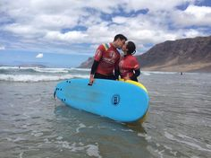 Hay días completos llenos de #surfing y mucho amor @lasantaprocenter http://ift.tt/SaUF9M #surfexperience #surflessons #surfcamp #surfcanarias #surfschool #famara #lanzarote #islascanarias #surf #wave #lasantaprocenter