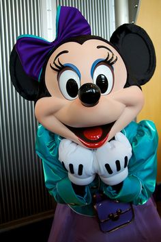 I LOVE MINNIE MOUSE!  She's like the first lady of Disney World!