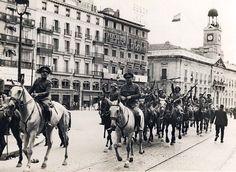 Soldados de Artillería hacia Getafe. Puerta del Sol de Madrid - Portal Fuenterrebollo