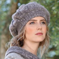 Knitting Sweaters Tutorial Winter Ideas For 2019 Crochet Beret Pattern, Knitted Beret, Lace Knitting Patterns, Knit Beanie Hat, Knit Crochet, Winter Knit Hats, Crochet Dishcloths, Crochet Baby Hats, Knitting Accessories