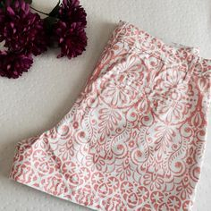 """floral swirl printed chino shorts Great color. new with tags. Beautiful print. 3 inch inseam. Waist laying flat measures 16 inches across. ❌no trades or Paypal quick shipping offers welcome through """"make an offer"""" feature. Elle Shorts"""