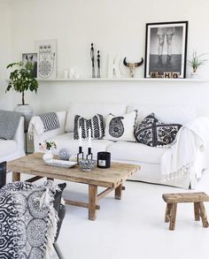 White Boho & Soft Ethno we love this style! Get the look home . White Boho & Soft Ethno – we love this style! Get the look home with accessories like patterned p Living Room White, Boho Living Room, Interior Design Living Room, Living Room Decor, Bohemian Living, Dining Room, 1930s House Interior, Grey Interior Doors, Home Interior