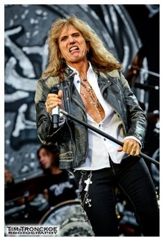 One of the many interesting facial expressions from David Coverdale :D