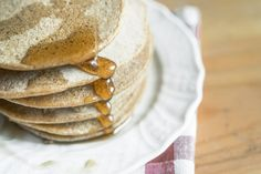 Chickpea-spelt flour pancakes with maple syrup