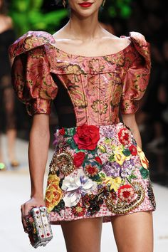 a36728a26da54 See the complete Dolce   Gabbana Spring 2017 Ready-to-Wear collection. Milan