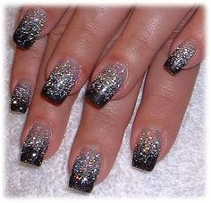 Black French Manicure with Glitter. Do the manicure with black and then add glitter of the middle. New Year's Nails, Love Nails, Fun Nails, Easy Nails, Simple Nails, Simple Nail Art Designs, Acrylic Nail Designs, Acrylic Nails, Gradient Nails