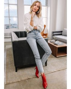 Fall Weekday/ Casual Date Outfit 2019 Women's Fashions That Look Great Ruffle Detail. Easy Style, Style Casual, Casual Chic, Mode Outfits, Jean Outfits, Sweater Outfits, Fashion Outfits, White Sweater Outfit, Red Ankle Boots