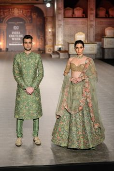 The best blouse designs spotted at India Couture Week 2019 Indian Wedding Outfits, Bridal Outfits, Indian Outfits, Bridal Gowns, Indian Groom Wear, Indian Ethnic Wear, Red Lehenga, Lehenga Choli, Anarkali