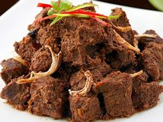Traditional Recipes Rendang padang - The most Delicious Ingredients: 1 kg silverside beef , cut cm along the meat fibers 2 In. Asian Recipes, Beef Recipes, Cooking Recipes, Asian Foods, Easy Recipes, Silverside Beef, Beef Rendang Recipe, How To Cook Beef, Good Food