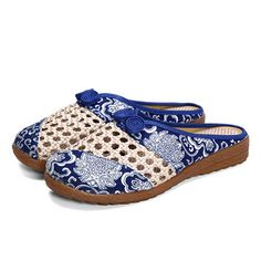 Women Embroidery Floral Slip On Flat Slipper Shoes - US$22.69