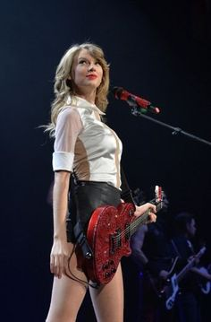 Taylor Swift Web Photo Gallery Taylor Swift Red Tour, Estilo Taylor Swift, Taylor Swift Concert, Long Live Taylor Swift, Taylor Swift Album, Taylor Swift Hot, Taylor Swift Style, Red Taylor, Taylor Swift Pictures