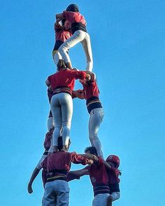 Castellers Today in our trip around during the confinement it is the turn of are human towers build with the effort of many people, it is very impressive and luckily it is growing. Tower Building, Outdoor Life, Towers, Outdoor Activities, Great Places, Effort, Instagram Posts, People, Sports