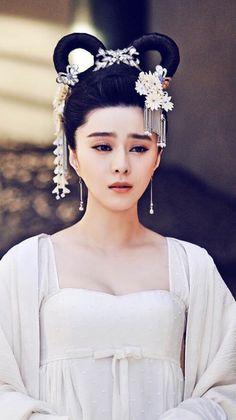 范冰冰《武媚娘传奇》孝服 Fan Bing Bing in the Chinese TV drama 'The Empress of China'