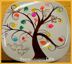 Finger Print Tree Plate (Kids Fall/ Thanksgiving Party) Also decorative mugs and bags. Love this idea for the teacher!