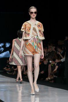 Jakarta Fashion Week 2014 – Edward Hutabarat – The Actual Style Fashion 101, Hijab Fashion, Fashion Models, Fashion Show, Fashion Outfits, Fashion Design, Womens Fashion, Blouse Batik, Batik Dress