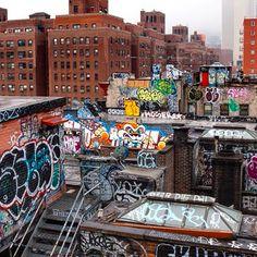 A Look at Urban Living Through the Eyes of 69 Photographers Around the World - Feature Shoot New York Graffiti, Street Art Graffiti, Graffiti Artists, Graffiti Writing, Graffiti Lettering, Photographie Street Art, Nyc Subway, City Streets, Urban Art