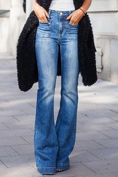The bells bottom flare pants can show your long legs very well.Vintage high waisted jeans slim your sides,making your waistline look smaller instantly. This is a trendy design flare pants,and casual light weight comfortable pants. Flare Jeans Outfit, Jeans Outfit Winter, Flare Pants, Shoes With Jeans, High Jeans, High Waist Jeans, Ripped Jeans, Blue Jeans, Crop Top Outfits