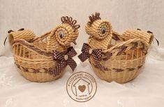 Юлия Горбатенко Newspaper Crafts, Wicker, Macrame, Basket, Christmas Ornaments, Diy, Fun Stuff, Gardening, Paper Basket