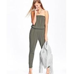 HPOlive green romper NWT, size medium. It's full length has pockets and this lining on top to keep from falling down. Super soft material. Submit offers if interested. Sorry no holds and NO TRADES! Old Navy Pants Jumpsuits & Rompers