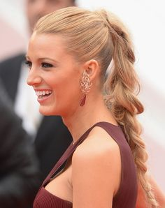 Messy Ponytail Braid, Blake Lively 8 Grown-Up Summer Braids to Try When You're Tired… Blake Lively Hair, Messy Ponytail, Ponytail Hairstyles, Hairstyles With Bangs, Hairstyles Videos, Celebrity Long Hair, Celebrity Hairstyles, Long Layered Hair, Up Dos