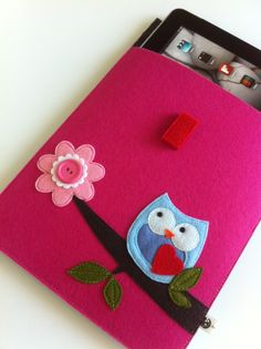 Felt tablet case by claraiuribe.