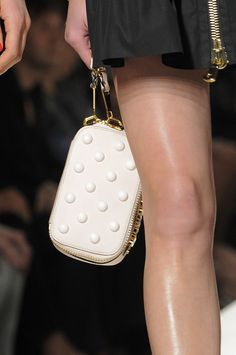Bella Bags Straight from Milan's Spring 2014 Runways: If you like runway shots but really just want to zoom in on the bags styled with each look, don't be sorry — some girls are just bag ladies.