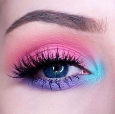 21 Easter makeup looks that celebrate your love & passion for pastels - Hike n Dip Rock the Easter Party with the best themed makeup. Check out the perfect Easter Makeup looks / ideas & pastel eye makeup ideas for spring & easter season. Glitter Makeup Looks, Purple Eye Makeup, Eye Makeup Art, Glossy Makeup, Colorful Eye Makeup, Makeup Eye Looks, Makeup Eyeshadow, Pastel Eyeshadow, Yellow Eyeshadow