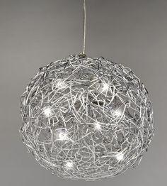 Fil de Fer de Catellani & Smith. Lámpara de techo formada por una esfera de hilo de aluminio de 2mm de espesor.