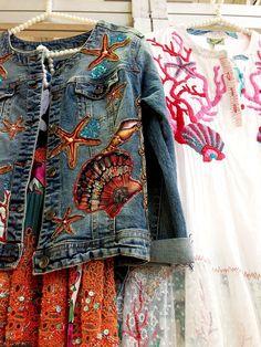 Sea and Surf themed denim jacket handcrafted wearable art Estilo Jeans, Estilo Boho, Jeans Rock, Blue Jeans, Denim Fashion, Boho Fashion, Denim Ideas, Denim Crafts, Mode Chic