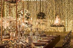 """1-18 Project on Instagram: """"Hoje nosso #tbt fica com essa decoração iluminada dos noivos Vic e Leo. Como as luzes e velas trouxeram aconchego e um cenário dos sonhos…"""" Casa Petra, Project, Fairy Lights, Chandelier, 1, Ceiling Lights, Lighting, Instagram, Home Decor"""