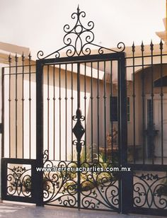 CERCOS, REJAS, PROTECCIONES DE HERRERIA PARA VENTANAS - PORTONES Y PUERTAS METALICAS PARA ESTACIONAMIENTOS - PUERTAS PARA CASAS - EN MEXICALI, BAJA CALIFORNIA Wrought Iron Decor, Wrought Iron Gates, Window Protection, Burglar Bars, Tor Design, Metal Gates, Metal Garden Gates, House Gate Design, Front Gates