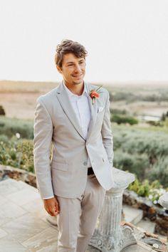Die Toskana reist nach Südafrika Groom Looks, Groom Style, Wedding Groom, Just Married, Beach Party, Suit Jacket, Wedding Inspiration, Wedding Dresses, Outfits