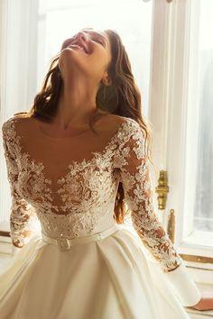 Νυφικο σε αλφα γραμμη απο σατεν mikado Dream Wedding Dresses, Bridal Dresses, Wedding Gowns, Maid Dress, Dress Collection, Couture Collection, Stunning Dresses, Bridal Boutique, Beautiful Bride