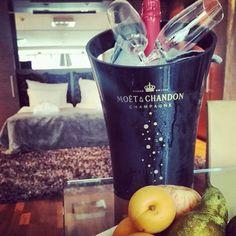 En tiedä, voisiko loma paremmin alkaa. Siipan kanssa aikaa kaksin, jotakuinkin täydellisissä olosuhteissa. Kiitos @langvikhotel ❤  #treffit #treffikalenteri #deittilive #långvik #champagne #spa #langvikhotel http://www.langvik.fi/