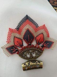 Needle Lace, Neck Piece, Bargello, Nail Tutorials, Diy Necklace, Doilies, Knots, Needlework, Bracelet Watch