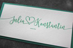 Letterpress-Hochzeitseinladungskarten für Julia & Konstantin. Gedruckt in Wien, mit Tiefprägung, und in frischem Grün. Letterpress, Company Logo, Design, Visit Cards, Getting Married, Typography, Letterpresses, Letterpress Printing