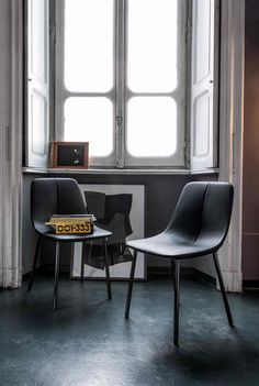 By met chair, design: Bartoli Design, Bonaldo Leather Dining Chairs, Dining Table Chairs, Upholstered Dining Chairs, Contemporary Dining Chairs, Modern Chairs, Italian Furniture Brands, Stackable Chairs, Chair Fabric, Chair Design