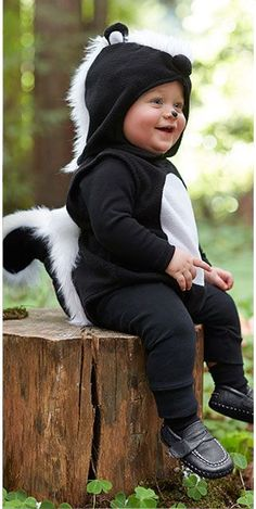 Make skunk costume yourself: DIY & instructions maskerix.de - Make skunk costume yourself Costume idea for carnival, Halloween & carnival - Baby First Halloween Costume, Animal Halloween Costumes, Halloween Kids, Baby Skunk Costume Diy, Scary Costumes, Diy Costumes For Boys, Toddler Costumes, Baby Boy Costumes, Children Costumes