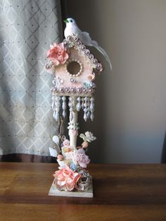 mb treasurista enchanting altered bird house make your own lindys stamp gang Shabby Chic Crafts, Shabby Chic Pink, Vintage Shabby Chic, Shabby Chic Homes, Shabby Chic Style, Shabby Chic Decor, Birdhouse Craft, Birdhouse Designs, Bird Houses Painted