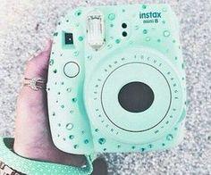 Super cute decorating of instax mini 8 camera! Poloroid Camera, Instax Mini 8 Camera, Polaroid Instax, Fujifilm Instax Mini 8, Mini Polaroid, Photo Kawaii, Camara Fujifilm, Cute Camera, Camera Art