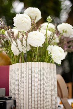 Recycled newspaper flower vase. #diy #craft #paper #deco