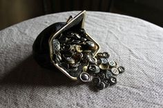 Anu Tuominen, 'Pörssi / Coins', www. Coins, Collections, Brooch, Cool Stuff, My Style, Photos, Art, Art Background, Pictures