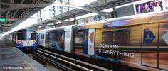 Mit dem Bangkok Skytrain kommt man bequem von Stadtteil zu Stadtteil - so funktionierts. Ein Hotel daher immer in der Nähe einer Skytrain Station zu buchen Bangkok, Thailand, Train, Travel, Taekook